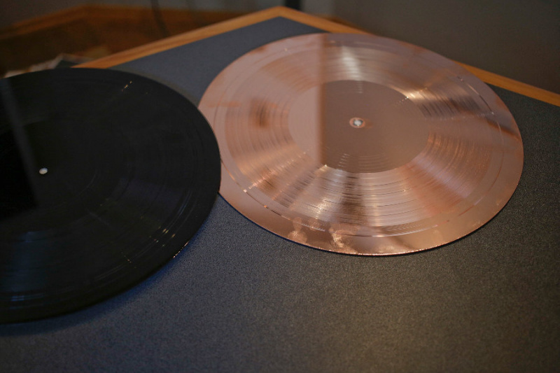 File:XVINYLX LACQUER AND DMM PLATE.jpg
